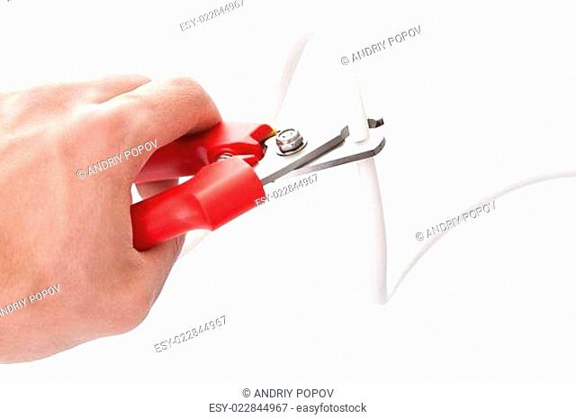 Cutting cable using nippers