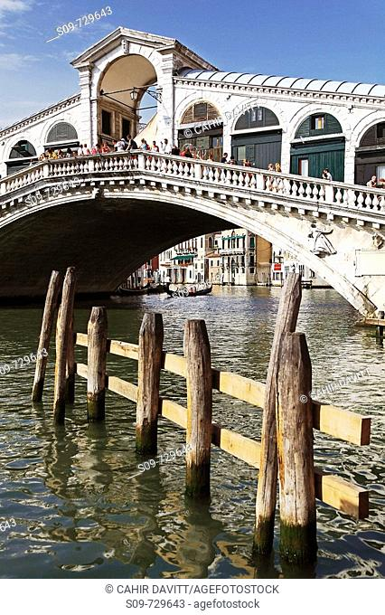 View of moorings and the Rialto Bridge, Sestière di San Marco, Venice, Veneto, Italy