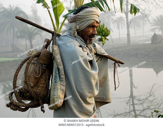A tree climber locally known as 'gaachi' in Sarsha, Khulna, Bangladesh January 29, 2008