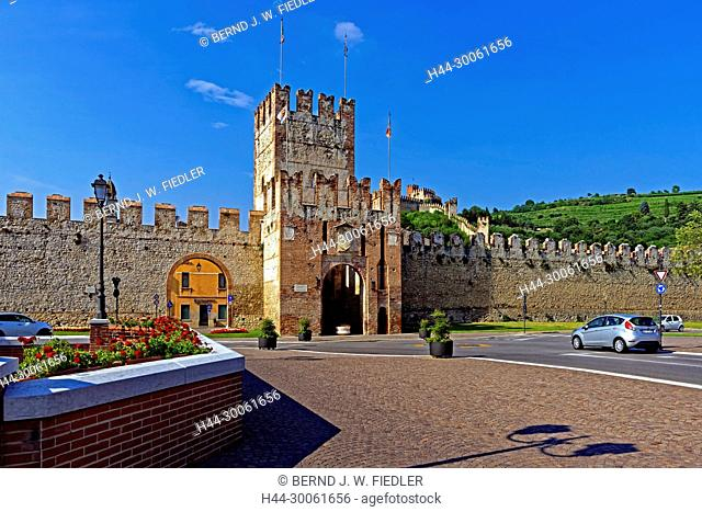 Europe, Italy, Veneto Veneto, Soave, Piazza Cavalli, Porta Verona, town wall, castle Scalier, Castello Medievale, flowers, plants, historically, wall, museum