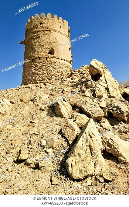 historic adobe watchtower near Nakhal, Nakhl, Hajar al Gharbi Mountains, Batinah Region, Sultanate of Oman, Arabia, Middle East""