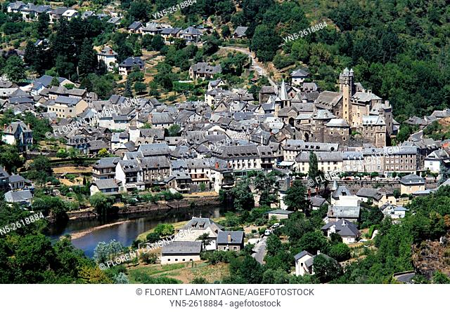 Aveyron, Midi-Pyrenees, view on Estaing's town, its castle and its slate roofs