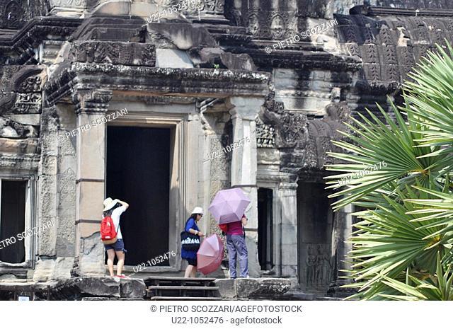 Angkor (Cambodia): tourists at the Angkor Wat