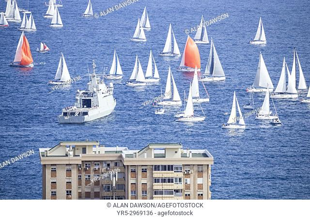 Las Palmas, Gran Canaria, Canary Islands, Spain. 19th November, 2017. Around 200 yachts sail out of Las Palmas marina at the start of the world`s largest...