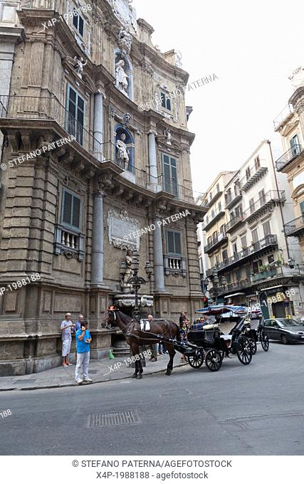 Horse drawn cart, Sightseeing, Quattro Canti, Palermo, Sicily, Italy