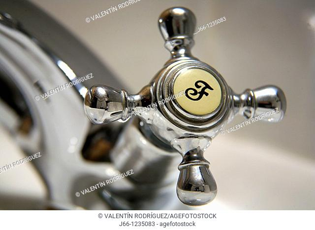Cold water, tap