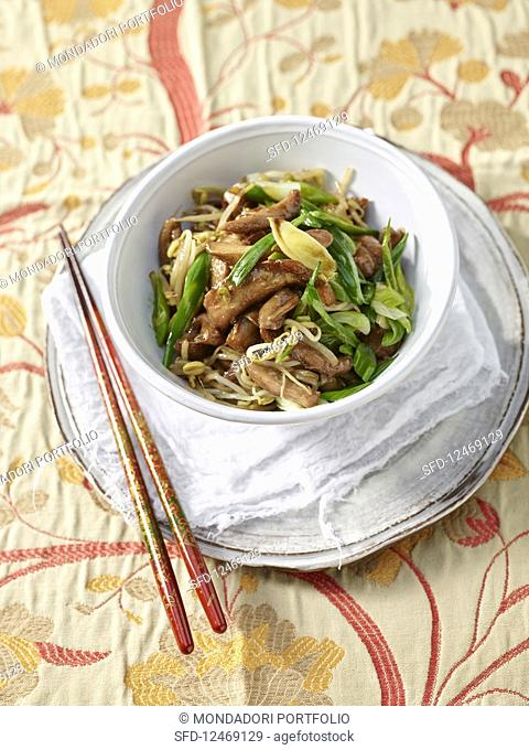 Stir-fried marinated chicken with bean sprouts, spring onions and five spice powder