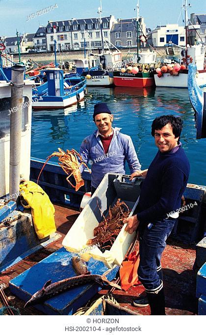 Travel, France, Brittany, Le Guilvinec, Lobster fishermen