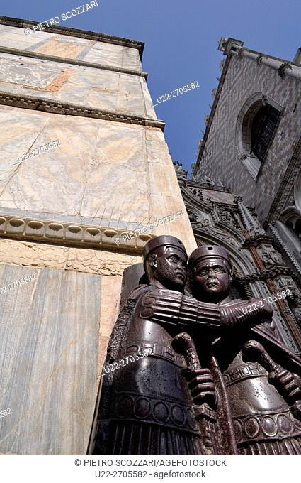 Venezia, Italy: statues at the entrance of Palazzo Ducale
