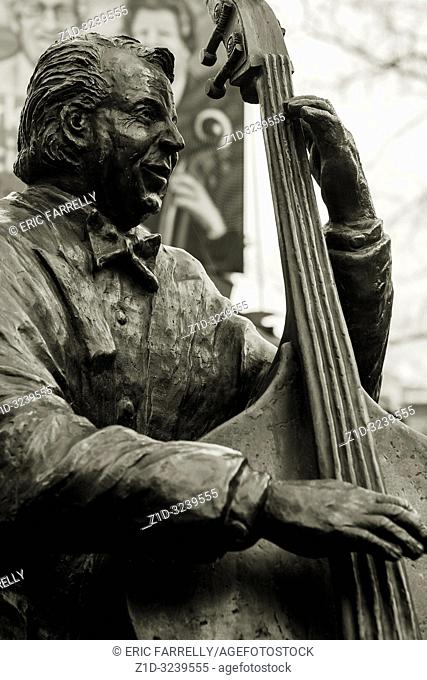 Statue of the Dutch musician Manke Nelis on Johnny Jordaanplein