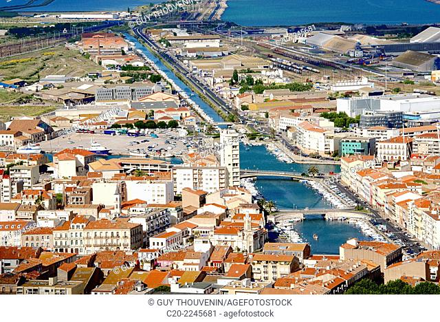 Port and town and canal, Sete, Herault 34, Languedoc-Roussillon region, France