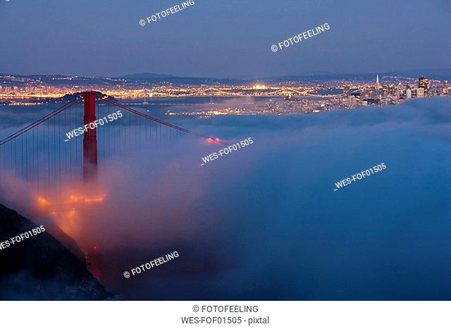 USA, California, San Francisco, Golden Gate Bridge in fog at night