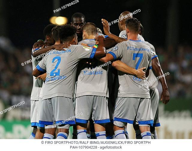 firo: 17.08.2018, football, 1.Bundesliga, season 2018/2019, DFB-Pokal, Cup, 1.Runde, FC Schweinfurt 05 - FC Schalke 04 0: 2 jubilation Schalke to 0: 2, SCHOPF