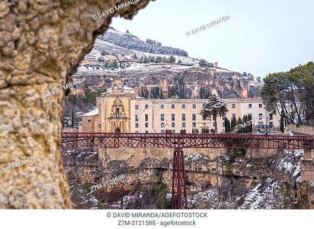 Convento de San Pablo (parador de turismo) y puente de hierro. Cuenca. Castilla la Mancha, Spain