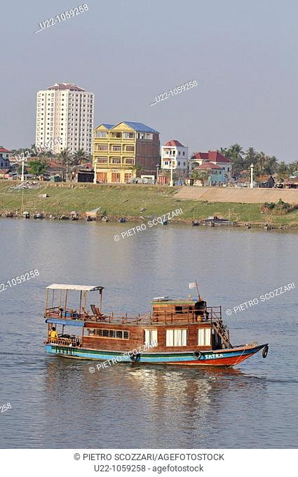 Phnom Penh (Cambodia): touristic boat on the confluence of the Tonlé Sap, Mekong, and Bassac rivers