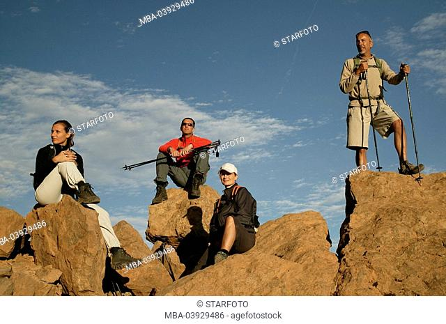 Traveling-group, viewpoint, rocks, pause, traveling-equipment