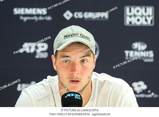 12 June 2019, Baden-Wuerttemberg, Stuttgart: Tennis: ATP-Tour - Stuttgart, Individual, Men, Round of 16: Struff (Germany) - Kecmanovic (Serbia)