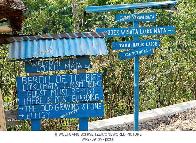 Indonesia, Sulawesi Selatan, Toraja Utara, Welcome sign and signpost