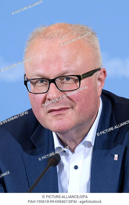 18 June 2019, Berlin: Thomas Schäfer (CDU), Minister of Finance of Hesse, at a press conference on the occasion of the 19th meeting of the Stability Council