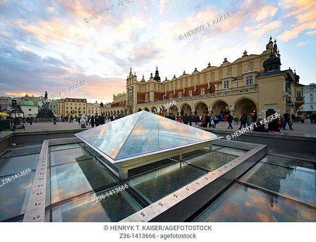 Fountain, The Cloth Hall at Main Market Square, Krakow, Poland, Europe