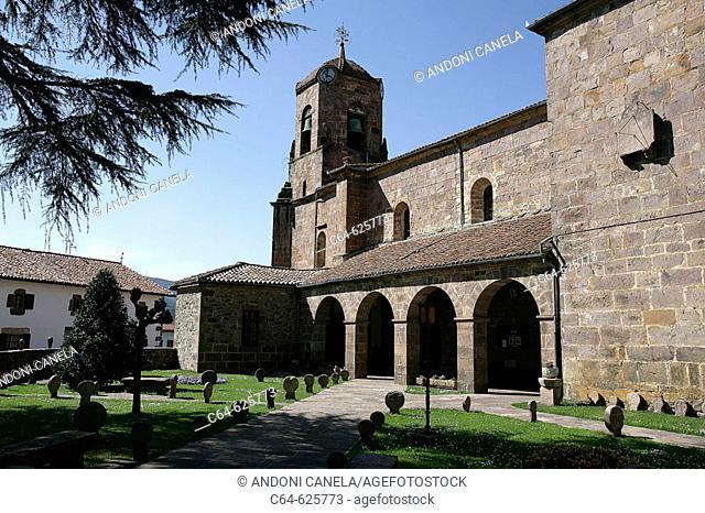 Church and cemetery. Etxalar. País del Bidasoa. Bidasoa-Baztán. Navarra. Spain