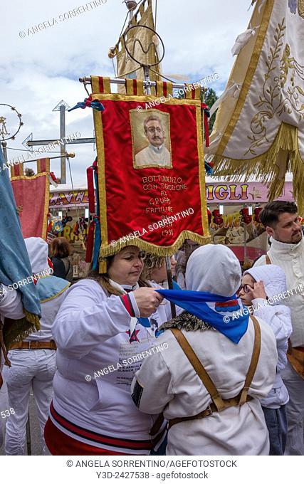 popular Neapolitan festival of Madonna Dell'Arco