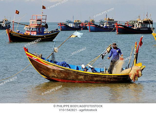 Vietnam, Mui Ne, fishermen working on their boat