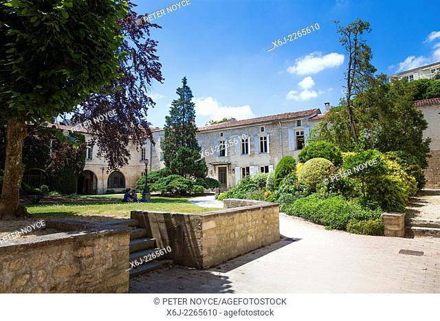 The courtyard gardens inside L'Hostellerie at Saints