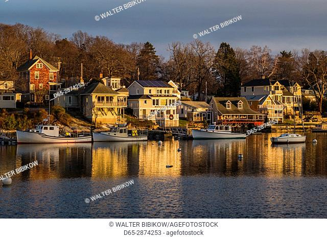 USA, Massachusetts, Cape Ann, Gloucester, Annisquam, Lobster Cove, winter, sunset