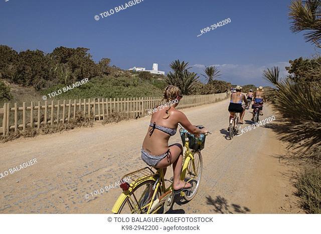 ciclistas en camino de Sa Guia, Parque natural de ses Salines de Ibiza y Formentera, Formentera, Balearic Islands, Spain