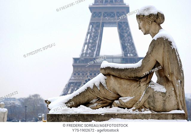 Statue under the snow and Eiffel tower in Paris Trocadero,France,Europa