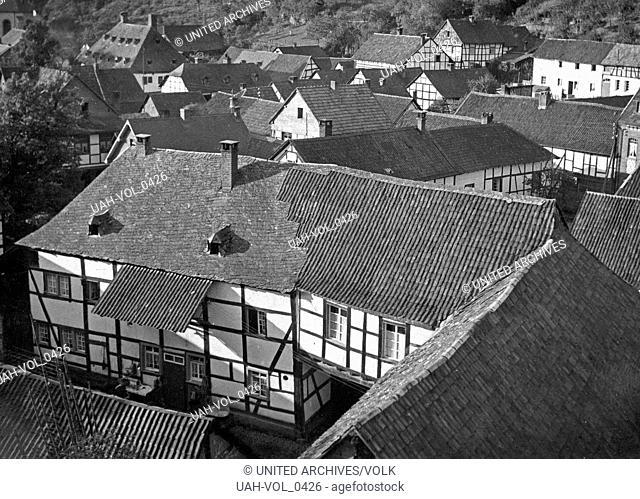 Fachwerkhäuser in Heimbach in der Eifel, Deutschland 1930er Jahre. Timbred houses at Heimbach in the Eifel region, Germany 1930s