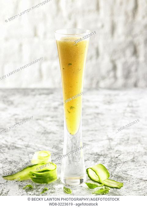bebida de menta con lima / Mint with lime drink