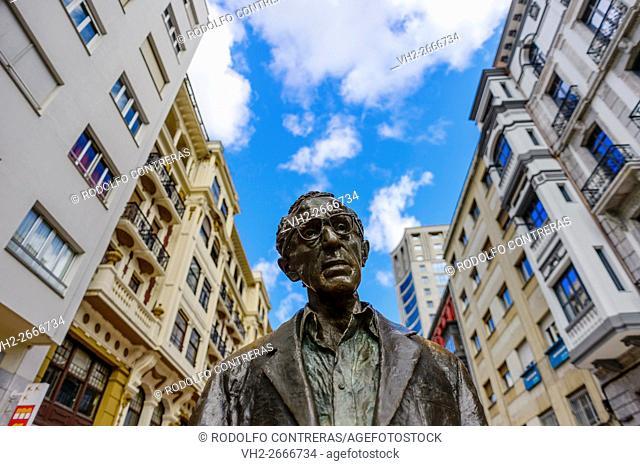 Woody Allen statue in Oviedo, Asturias (Spain)