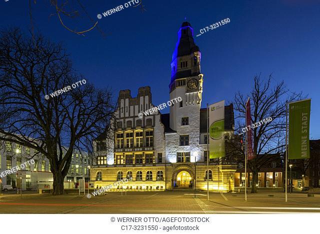 Gladbeck, D-Gladbeck, Ruhr area, Westphalia, North Rhine-Westphalia, NRW, Old City Hall at the Willy Brandt Square, evening, illumination, blue hour