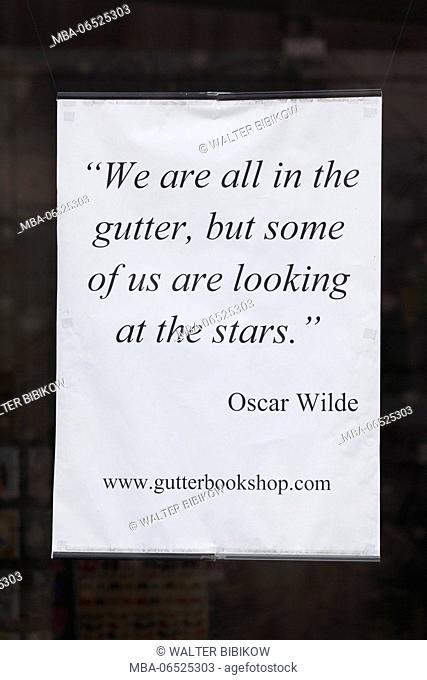 Ireland, Dublin, Temple Bar area, Oscar Wilde quote on the window of the Gutter Bookshop