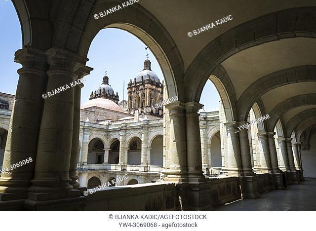 Museum of Cultures of Oaxaca, former Santo Domingo de Guzman convent, Arches of the second floor of the courtyard corridor, Oaxaca, Mexico