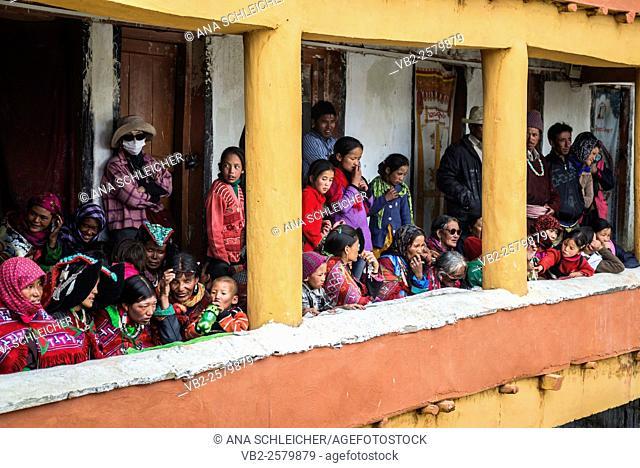 Women and children at the nomad Gu-stor festival in Tso Moriri lake, Ladakh (India)