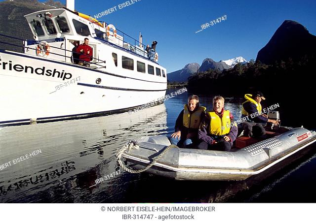 Boat tour, Fjordland National Park, Mitra-Peak, Milford Sound, Southern Island, New Zealand