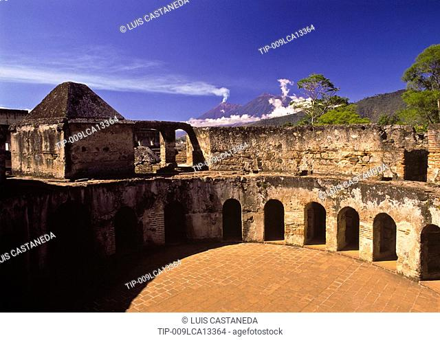Guatemala, Antigua, ruins of the Carmelitas convent