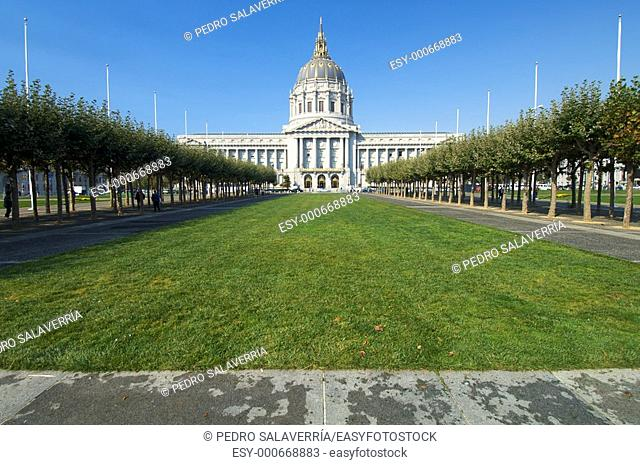 exterior view of the city hall of San Francisco, USA