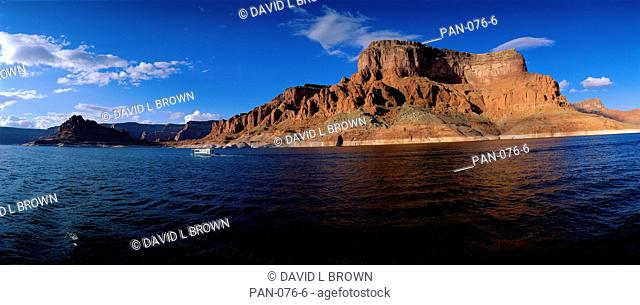 Houseboating on Lake Powell, Utah, USA