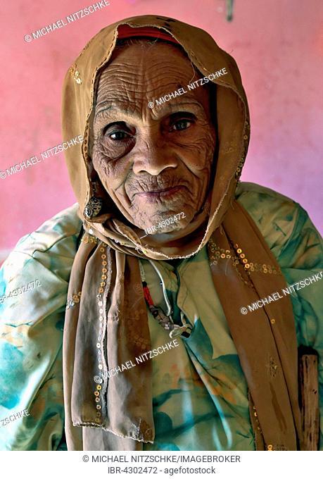 Old woman Berber, 85 years, Aït-Ben-Haddou, Ksar, Souss-Massa-Draa Region, Morocco