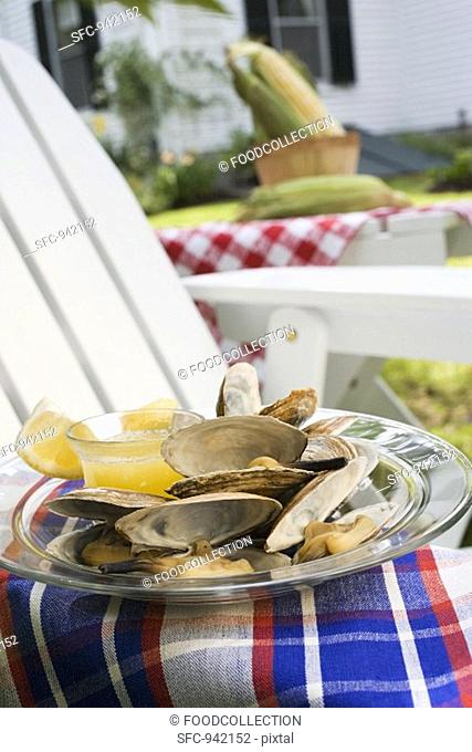 Clams with lemon and butter