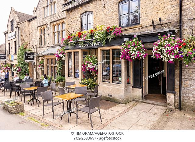 The Grapevine Bar at Stow-on-the-Wold , Cheltenham , Gloucestershire , England , Britain , Uk