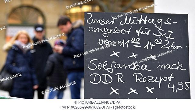 "05 February 2019, Thuringia, Weimar: """"Soljanka nach GDR-Rezept"""" is the lunch offer of a bakery at Theaterplatz. Photo: Martin Schutt/dpa-Zentralbild/dpa"