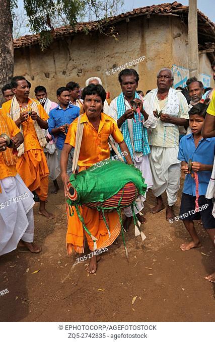 Tribal people Dancing, KOND TRIBE, Bhilaigadh Village, Taluka Saraipalli, Dist Mahasamundh, Chattisgarh, India