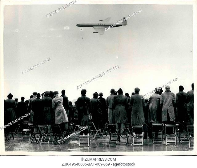 Jun. 06, 1954 - FARNDOROUGH AIR DISPLAY TODAY'S PREVIEW KEYSTONE PHOTO SHOWS:- Chairs were used as grandstands by spectators