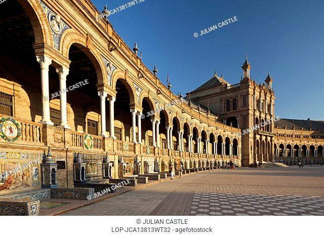 Spain, Andalucia, Seville. Plaza de Espana at dusk