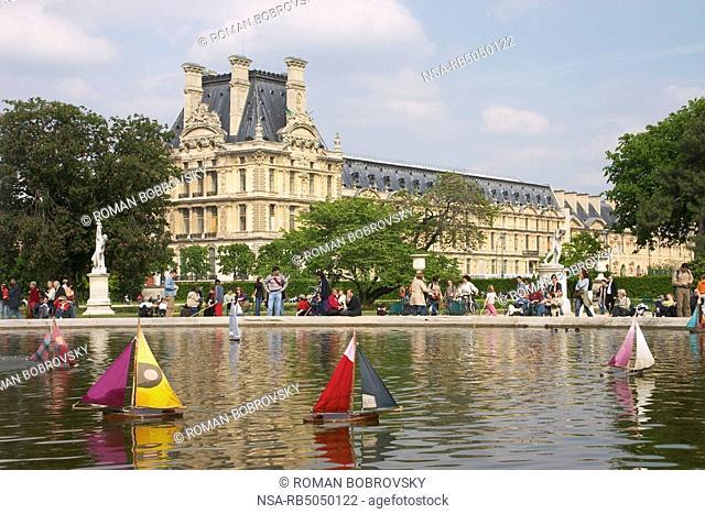 Fountain in the Jardin des Tuileries, Musée du Louvre, Paris